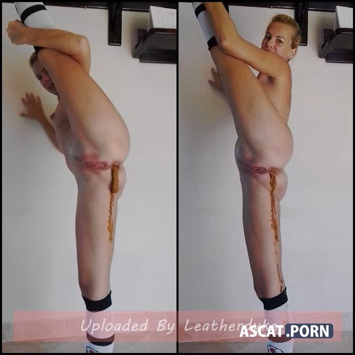 Flexible Girl, Dancing, Desperation and Shitting in Knee Socks with MissAnja | Full HD 1080p | Sep 29, 2019